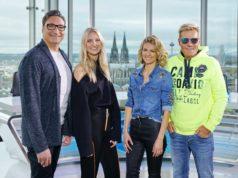 In der Jury sitzt geballte Musikpower: DJ und Musikproduzent Mousse T. (l.), die Popsängerin Carolin Niemczyk (2.v.l.) und Sängerin Ella Endlich nehmen neben Poptitan und Chefjuror Dieter Bohlen am Jurypult Platz. (Foto: MG RTL D / Stefan Gregorowius)