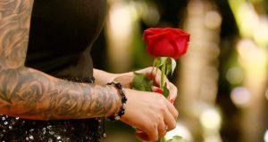 Diese Woche vergaben die Damen im Paradies die Rosen. (Foto: MG RTL D)