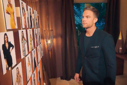 Sebastian vor der Entscheidung, welcher Lady er heute Nacht eine Rose überreichen wird. (Foto: TVNOW)